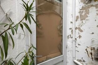 """Tot 18 maanden cel geëist: """"Na een hevige knal liepen de inbrekers plots uit haar voordeur"""""""