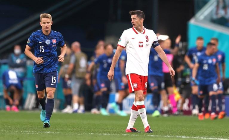 Stunt in poule E: Slowakije verslaat een tienkoppig Polen, Lewandowski komt amper in stuk voor
