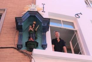 """Vervallen kapelletje in Adegemstraat gerestaureerd: """"Het verloren laten gaan, zou zonde zijn"""""""