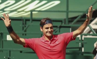 Het kostte wat moeite, maar Roger Federer wint zijn eerste match op gras sinds Wimbledon 2019