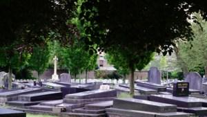"""""""U moet niet scheef bekeken worden"""": politie en gerecht schrijven opvallende brief aan buurtbewoners na groepsverkrachting op kerkhof"""