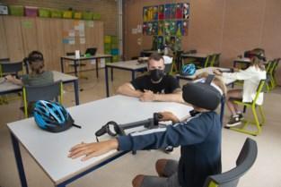"""Met de fiets de weg op? Hier kunnen leerlingen het eerst virtueel uitproberen: """"We verkleinen de stap naar het echte verkeer"""""""