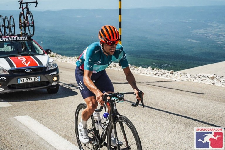 """Biker Boy Olivier Godfroid stunt opnieuw op Mont Ventoux: """"Met dank aan vriendin Laurence"""""""