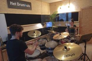 """Ruben haalt zijn passie naar Zottegem met het Drumhuis: """"Als de vonk van het drummen overslaat, zijn we tevreden"""""""