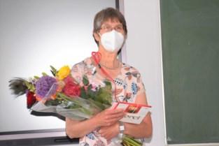 Scheppers neemt na 37 jaar afscheid van wiskundeleerkracht Erna Van den Heule