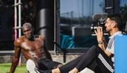 Wat een monster: Romelu Lukaku ontbloot de spieren in extra trainingssessie met Dries Mertens