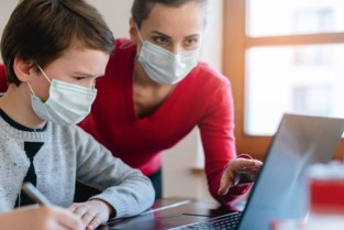Vlaanderen geeft Zoerselse scholen polsstok voor digitale sprong