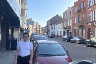 """Bewoners en handelaars protesteren tegen nieuwe lijn door smalle straatjes: """"Wonen er in die andere straat misschien politici?"""""""