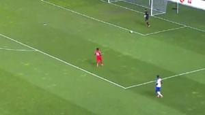 Blunder der blunders: doelman gaat tijdens WK-kwalificaties op bizarre wijze in de fout