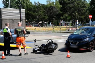 Motorrijder gewond na botsing op Linkeroever