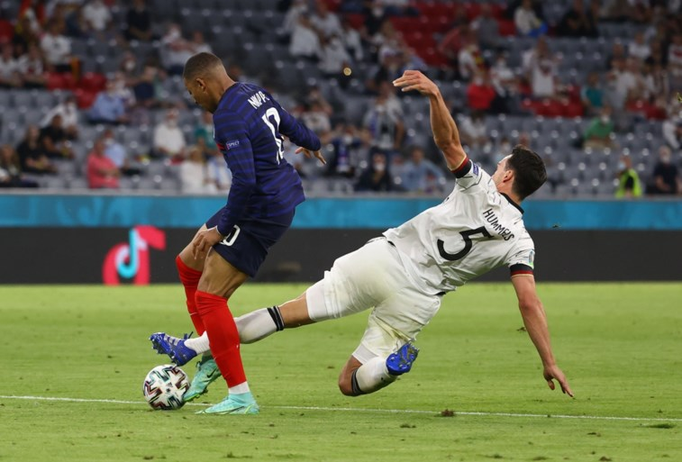 """Kylian Mbappé gaat viraal met waanzinnige sprint, maar hij is jaloers op… Jérémy Doku: """"Ongezien in mijn vijf jaar als prof"""""""