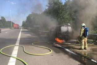 Bestelwagen brandt uit op E313