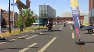 Sun Trip Europe stopt in Leuven: veertig zonnefietsen te bewonderen aan stadskantoor