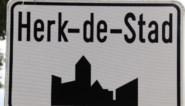Opbouw kermis Herk-centrum na afsluiting woensdagmarkt