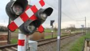 Wie door het rood rijdt aan een spooroverweg, kan voortaan geflitst worden
