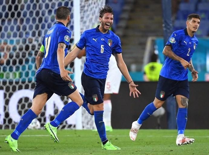 Met de groeten van Manuel Locatelli: sterk Italië stoot door naar volgende ronde na vlotte zege tegen Zwitserland