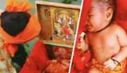 Pasgeboren baby ontdekt in houten doosje drijvend op de Ganges