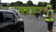 Buurtbewoners trekken met wegenplan en appels ten strijde tegen hardnekkig en gevaarlijk sluipverkeer