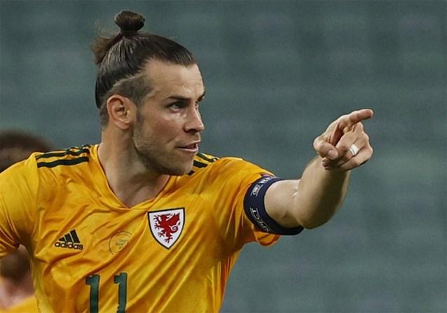Sterke Gareth Bale wijst Wales ondanks gemiste penalty de weg naar eerste zege op EK, Turkije stelt opnieuw teleur