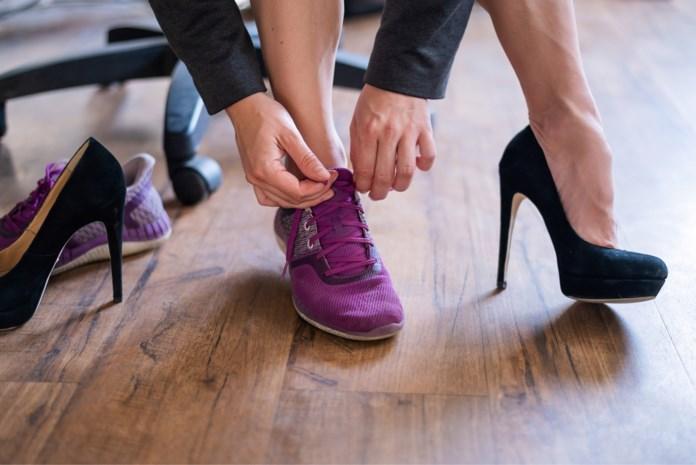 Hoe thuiswerk het schoentje letterlijk doet knellen