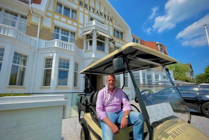 """Na dik negen maanden zwoegen opent Stefan zijn viersterrenhotel in spe: """"De vele complimenten zijn een serieuze opkikker"""""""