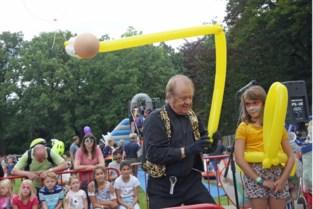 Cirque@taque veegt corona van de festivalweide