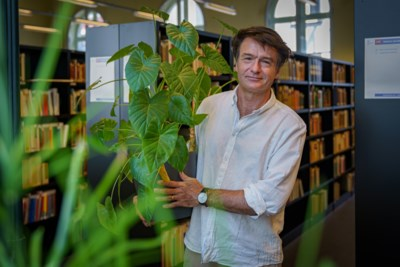 Welkom in het 'plantenhotel': bibliothecaris helpt planten overleven in de zomermaanden