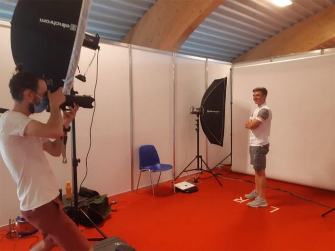 Gisteren op de tijdritfiets, vandaag met het Delhaizekarretje: Remco Evenepoel maakt zijn olympische koffer