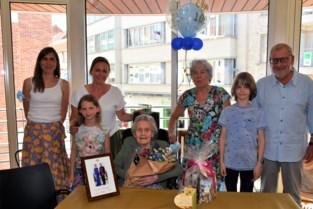 Honderdjarige Olga in de bloemetjes gezet