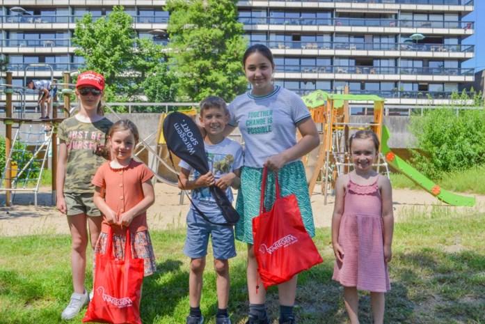 Kinderen winnen buitenspeelpakket