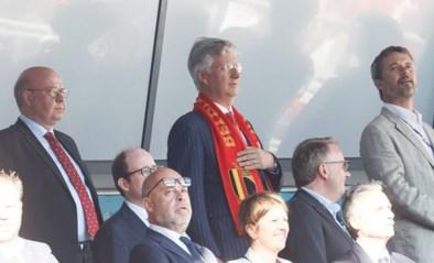 Koning Filip woont Denemarken-België bij en valt op tijdens volkslied… door hand niet op het hart te leggen