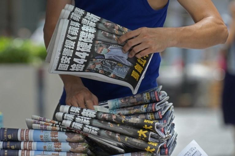 Prodemocratische krant Hongkong komt met extra grote oplage na politie-inval