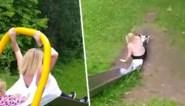 """Vrouw laat zich overhalen om glijbaan op speelplein uit te proberen, maar dat loopt niet goed af: """"Ze is naakt!"""""""