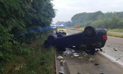 Twee bestuurders sterven bij frontale botsing op N74: niet eerste keer dat daar ongeval gebeurt door nat wegdek