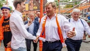 """Nederlandse koning Willem-Alexander komt té dicht bij het volk: """"Hij baalt er zelf ook heel erg van"""""""