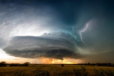 Het ergste onweer moet nog komen: 'Koning der buien' trekt vanmiddag door deel van ons land