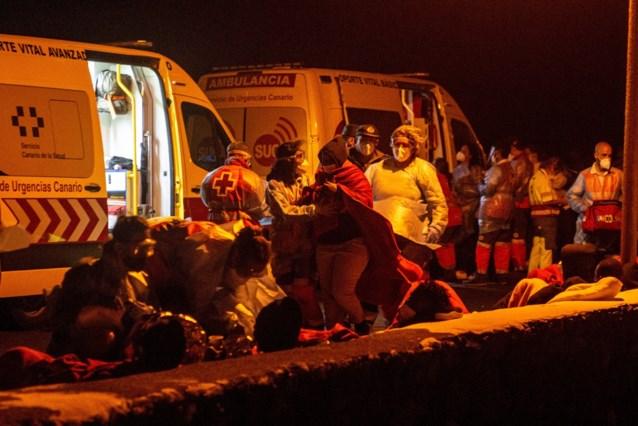 Drie doden en vijf vermisten na schipbreuk boot met migranten bij Canarische Eilanden
