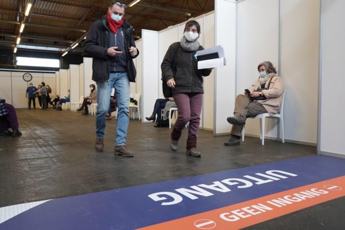 """Laatkomers en vroege vogels zorgen voor file in Flanders Expo: """"Respecteer het vastgelegde tijdstip"""""""