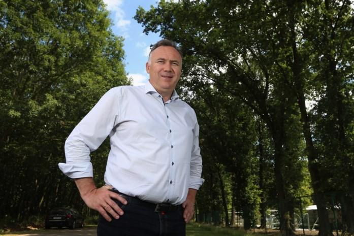 """De burgemeester die Jürgen Conings vond: """"Een jaar geleden was ik aanwezig bij opgravingen op het kerkhof, ik herkende meteen diezelfde lijkgeur"""""""