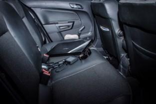 Handtas gestolen uit niet slotvaste auto