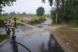 Brandweer heeft handen vol met ondergelopen straten en kelders