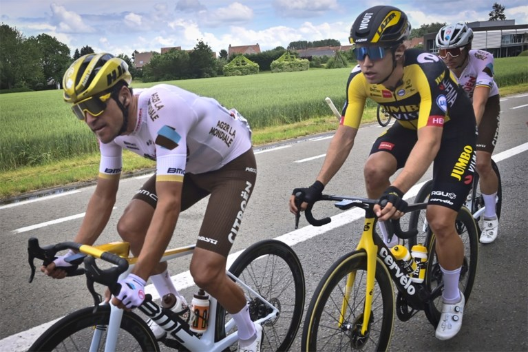 Wout van Aert wint Belgisch kampioenschap wielrennen na bloedstollende finale, Edward Theuns komt net tekort