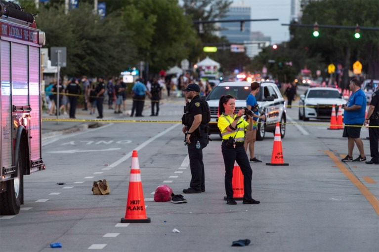 Automobilist rijdt in op menigte tijdens Pride-parade in VS, zeker één dode
