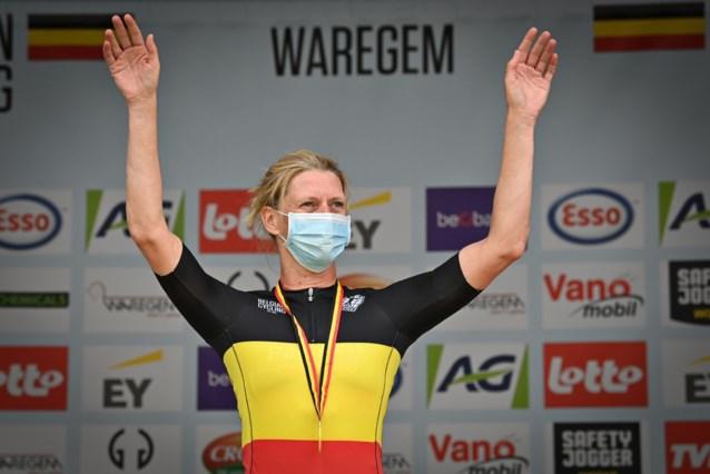 """Ellen van Loy op haar veertigste voor het eerst kampioen van België: """"Ik schrik hier zelf enorm hard van"""""""