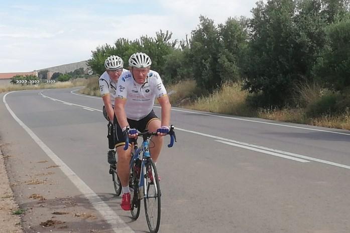 """Erwin en Johan (65) halen na ruim twee weken eindmeet aan Costa Blanca: """"Weer naar huis fietsen? Dat ziet mijn vrouw niet zitten, vrees ik"""""""