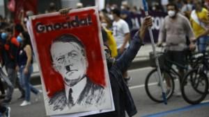 """Brazilianen beschuldigen president Jair Bolsonaro van covid-genocide: """"Hij is een worm die afgezet moet worden"""""""