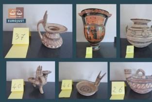 Voor 11 miljoen euro aan gestolen Italiaanse aardewerk teruggevonden in Antwerpen