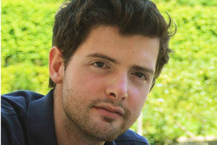Zes jaar na tragisch ongeval brengt Alexander postuum debuutroman uit: ouders van verongelukte twintiger gaan aan de slag met boek