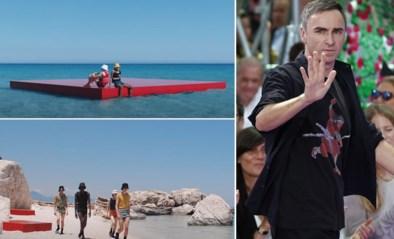 Modeshow op het strand: Raf Simons doet ons met Prada al dromen van volgende zomer