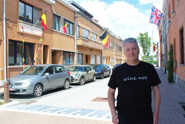 Bewoners Alfred Nobelstraat hangen massaal Belgische vlaggen uit